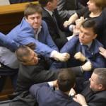 Tin tức trong ngày - Ảnh ấn tượng: Nghị sĩ Ukraine đấm nhau túi bụi
