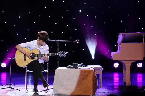 Văn Mai Hương như búp bê bên thần đồng guitar Hàn - 1