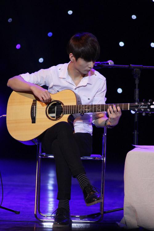 Văn Mai Hương như búp bê bên thần đồng guitar Hàn - 9