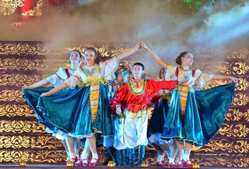 Khai mạc Festival Huế 2014:  Hoành tráng, ấn tượng - 9