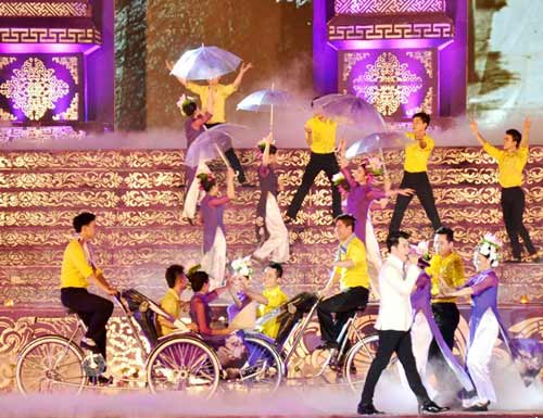Khai mạc Festival Huế 2014:  Hoành tráng, ấn tượng - 13