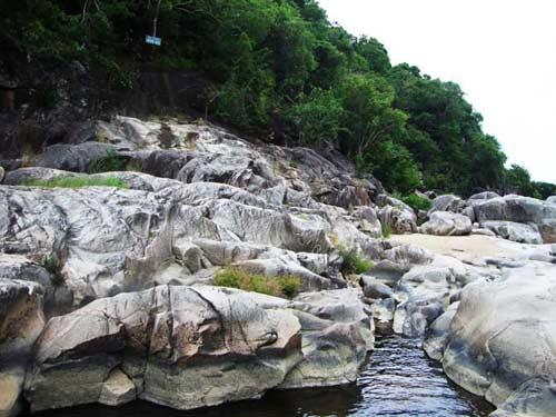 Thiên nhiên kì ảo trên dòng sông Hầm Hô, Bình Định - 12