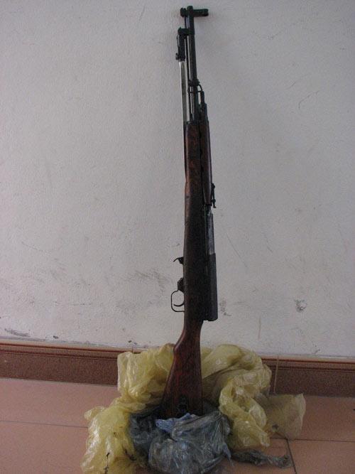 """Đem súng trường CKC """"treo"""" trước nhà bí thư chi bộ - 1"""