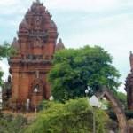 Du lịch - Hành trình núi, gió, cát, sóng và đền tháp Champa