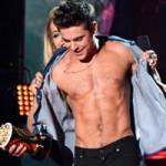 Ngôi sao điện ảnh - Zac Efron bị lột áo trên sân khấu MTV