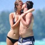 Phim - Leo DiCaprio lộ bụng chảy xệ bên bạn gái siêu mẫu