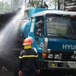 Tin tức trong ngày - Xe bồn chở xăng bốc cháy, khu dân cư hoảng loạn
