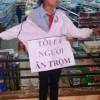 CA mời nữ sinh bị đeo bảng ăn cắp lên làm việc