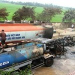 Tin tức trong ngày - Cháy xe bơm dầu, hai người bị thương nặng