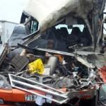 Tin tức trong ngày - Clip hiện trường vụ xe khách đâm xe bồn, 5 người chết