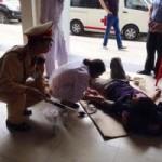 Tin tức trong ngày - Hà Nội: CSGT cứu nam thanh niên ngất vì đói
