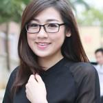 Thời trang - Á hậu Tú Anh giản dị đi từ thiện