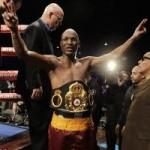 Thể thao - Kỷ lục võ sĩ quyền anh già nhất đoạt 3 đai vô địch
