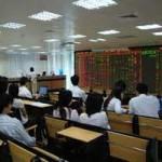"""Tài chính - Bất động sản - Cổ phiếu ngân hàng """"đỏ sàn"""", chứng khoán vẫn tăng"""