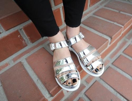 4 kiểu giày tín đồ hè không thể thiếu - 1