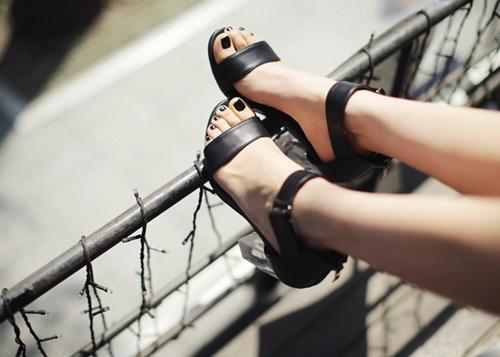 4 kiểu giày tín đồ hè không thể thiếu - 7