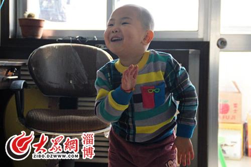 Gặp cậu bé 3 tuổi làm tan chảy triệu trái tim - 3