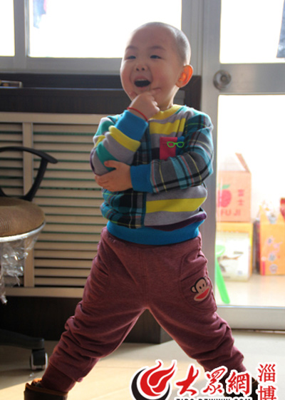 Gặp cậu bé 3 tuổi làm tan chảy triệu trái tim - 1