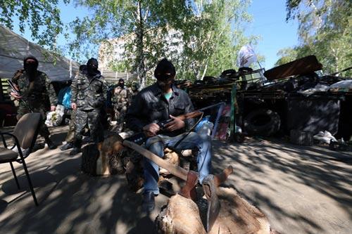 Ukraine: Chiến binh ly khai chờ Nga đến cứu - 1