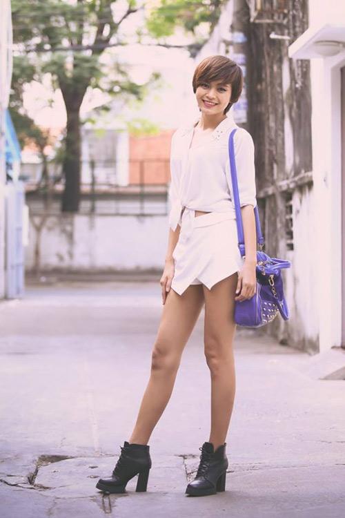 Minh Hằng, Hà Hồ khoe eo thon, chân nuột - 4