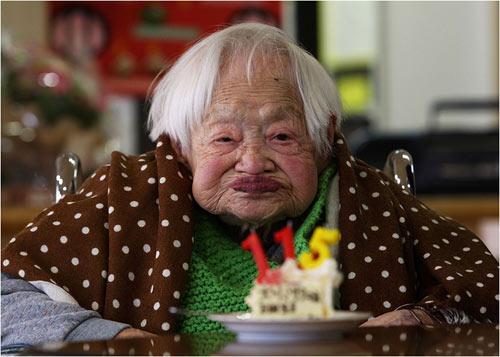 Cụ bà 116 tuổi tiết lộ bí quyết sống lâu - 1