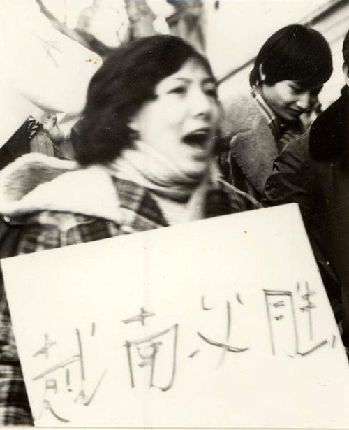 """""""Truy lùng"""" các nữ dân quân gây sốt mạng Việt - 5"""