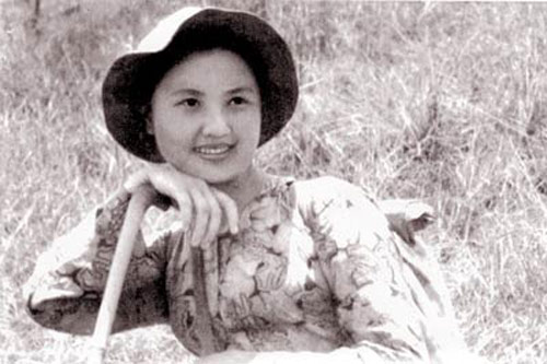 """""""Truy lùng"""" các nữ dân quân gây sốt mạng Việt - 3"""
