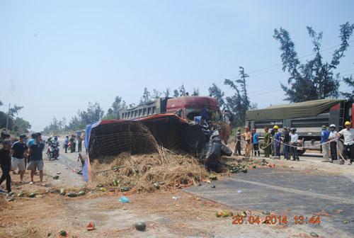 Xe tải đối đầu xe ben, tài xế tử nạn - 1