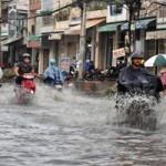Tin tức trong ngày - Sau cơn mưa lớn, đường phố Sài Gòn lại ngập nặng