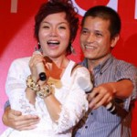Ngôi sao điện ảnh - Thái Thùy Linh bất ngờ bị fan nam ôm eo