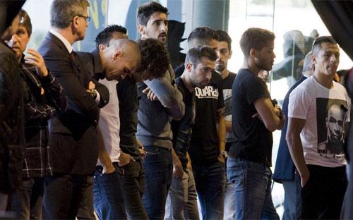 Iniesta rớt nước mắt đưa tiễn Tito Vilanova - 1
