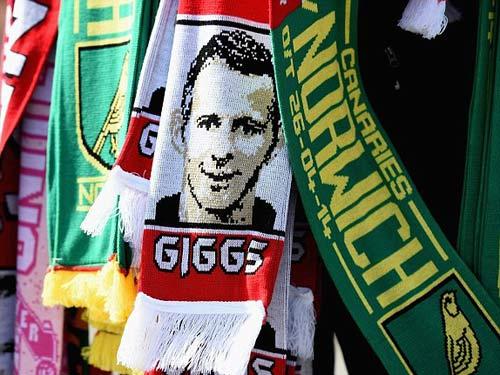 MU: Old Trafford náo nhiệt chào đón Ryan Giggs - 1