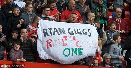 MU: Old Trafford náo nhiệt chào đón Ryan Giggs - 4