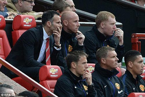 MU: Old Trafford náo nhiệt chào đón Ryan Giggs - 10