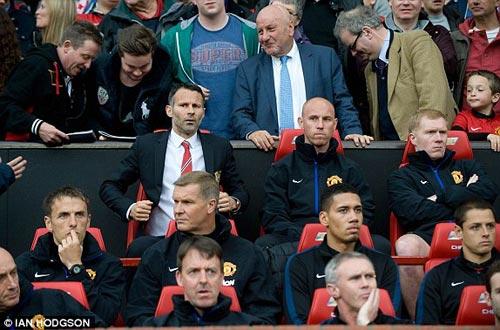 MU: Old Trafford náo nhiệt chào đón Ryan Giggs - 8