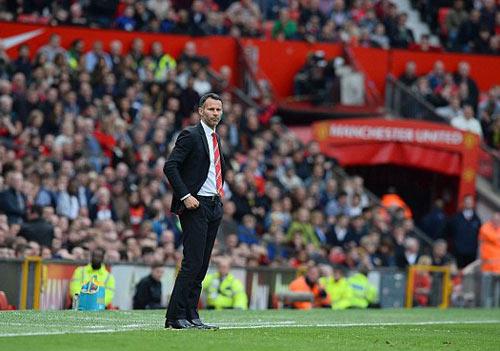 MU: Old Trafford náo nhiệt chào đón Ryan Giggs - 11