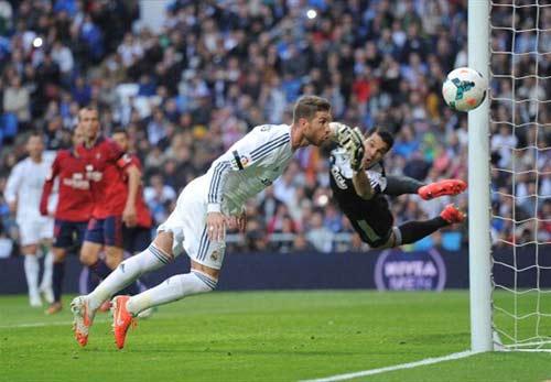 """Đại thắng, Ancelotti dùng BBC """"dọa"""" Bayern - 1"""