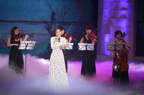 """Dương Hoàng Yến hát nhạc đỏ """"ngọt như mía"""" - 5"""