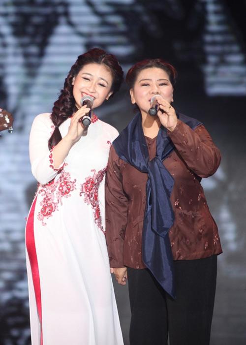 """Dương Hoàng Yến hát nhạc đỏ """"ngọt như mía"""" - 2"""