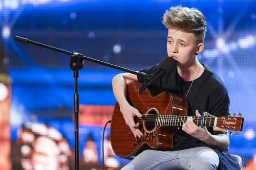 Cậu bé giao báo gây sốt Got Talent Anh - 3
