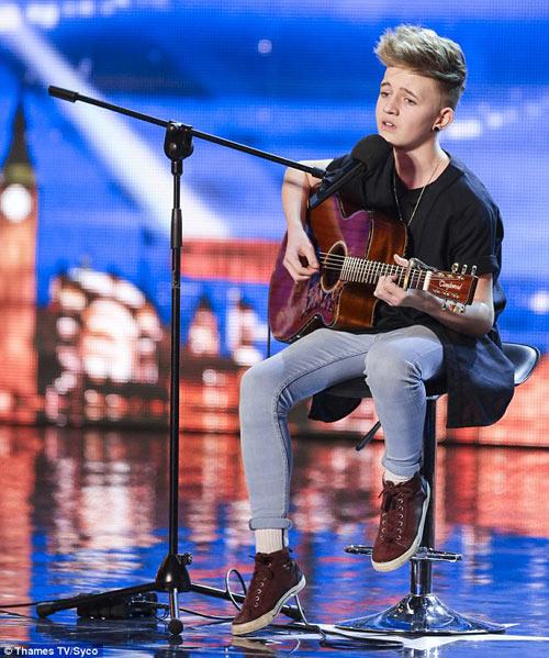 Cậu bé giao báo gây sốt Got Talent Anh - 1