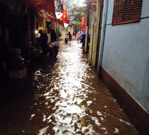 Ảnh Hà Nội ngập lụt tràn lên cả mạng xã hội - 7