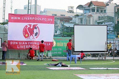 """CĐV Liverpool dựng """"chảo lửa"""" Anfield giữa Sài Gòn - 4"""