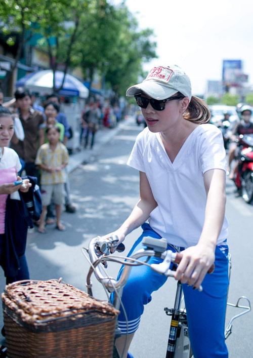 Mỹ Tâm chạy xe đạp gặp gỡ fan - 3