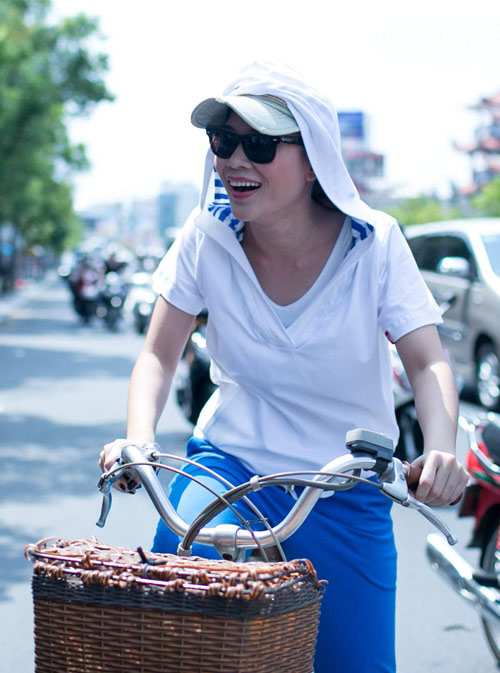 Mỹ Tâm chạy xe đạp gặp gỡ fan - 2