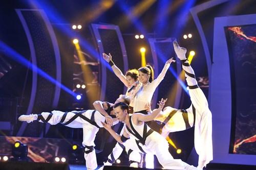 """""""Búp bê quái vật"""" vào chung kết Vietnam Idol - 10"""