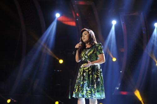 """""""Búp bê quái vật"""" vào chung kết Vietnam Idol - 6"""