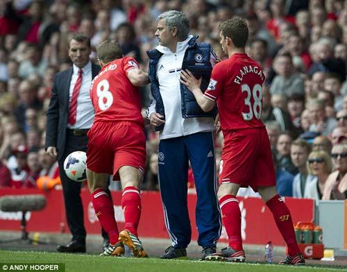 Mourinho tranh bóng, ăn mừng chọc tức Liverpool - 3