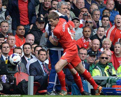 Mourinho tranh bóng, ăn mừng chọc tức Liverpool - 2