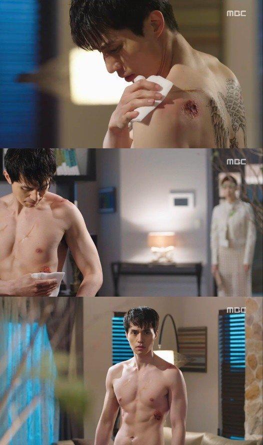 Lee Dong Wook khoe cơ bắp khiến fan nữ xao động - 1